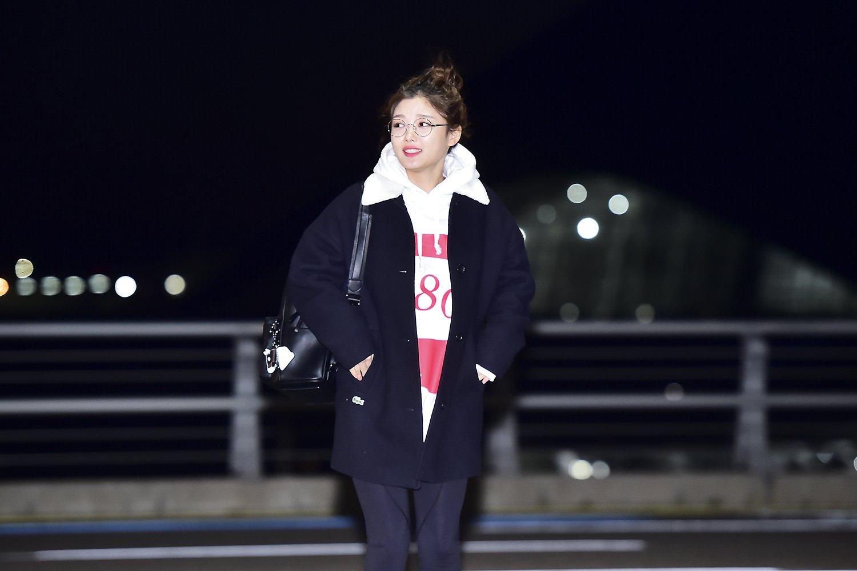 김유정 공항패션