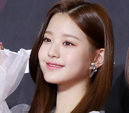 """'아이즈원' 장원영, 화사한 매력…""""요정 같은 자태"""""""