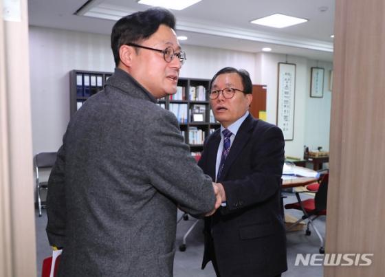 """여야 '선거구 획정'위한 첫 간사회동…""""이른시일 내 획정위 보고"""""""