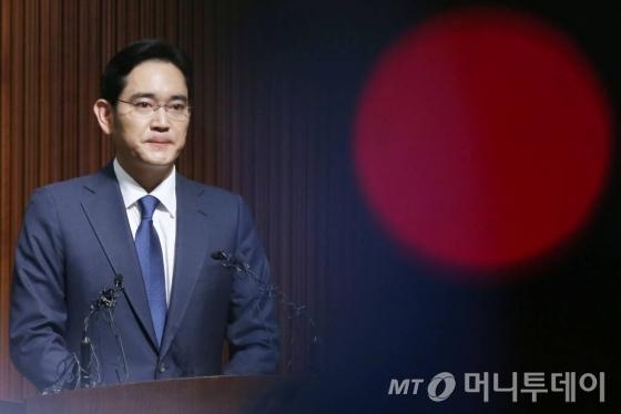 삼성 이재용, 내일 '피의자' 특검 출석…朴·崔 뇌물공여 혐의