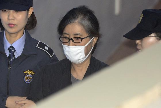 """'비선실세' 최순실 """"특검법은 위헌"""" 헌법소원 제기"""