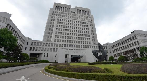 양승태 전 대법원장 구속에 법원 '참담할 따름…'