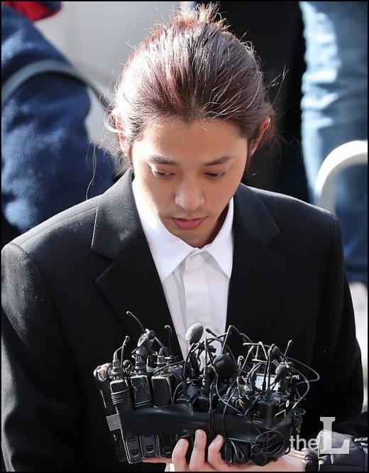 '동영상 불법촬영' 가수 정준영 21일 구속여부 결정