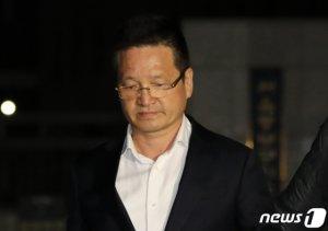 """구속위기 벗어난 건설업자 윤중천…수사단 """"영장 재청구 검토""""(종합)"""