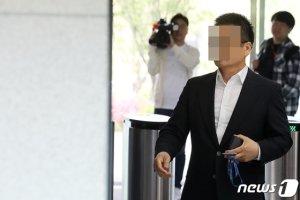 """'김학의 의혹' 윤중천도 구속…""""상당 혐의 소명"""""""
