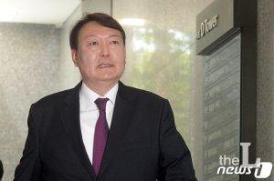'예상된 파격'…기수·고검장 뛰어넘고 차기 총장에 윤석열 지명