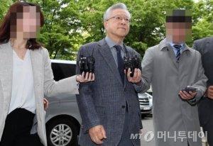 이석채 전 KT회장, 김성태 딸 특혜 부인…인사담당은 인정