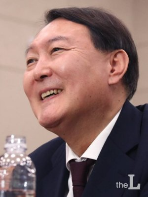 '윤석열 검찰총장 시대' 열렸다'…임명 재가