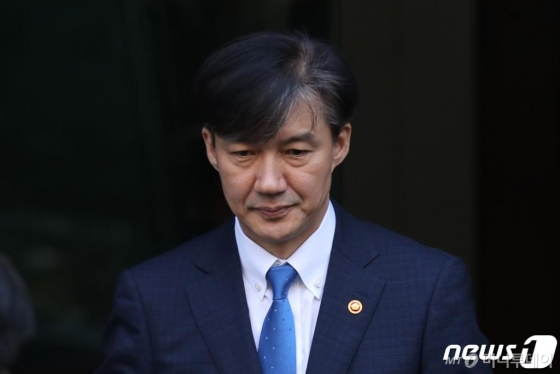 정경심 '건강상 이유' 조사중단 요청…병원행
