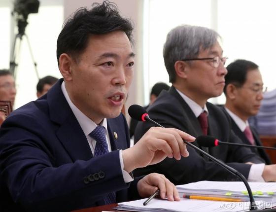 검찰, '윤석열 배제 수사팀 제안' 관련 고발인 조사