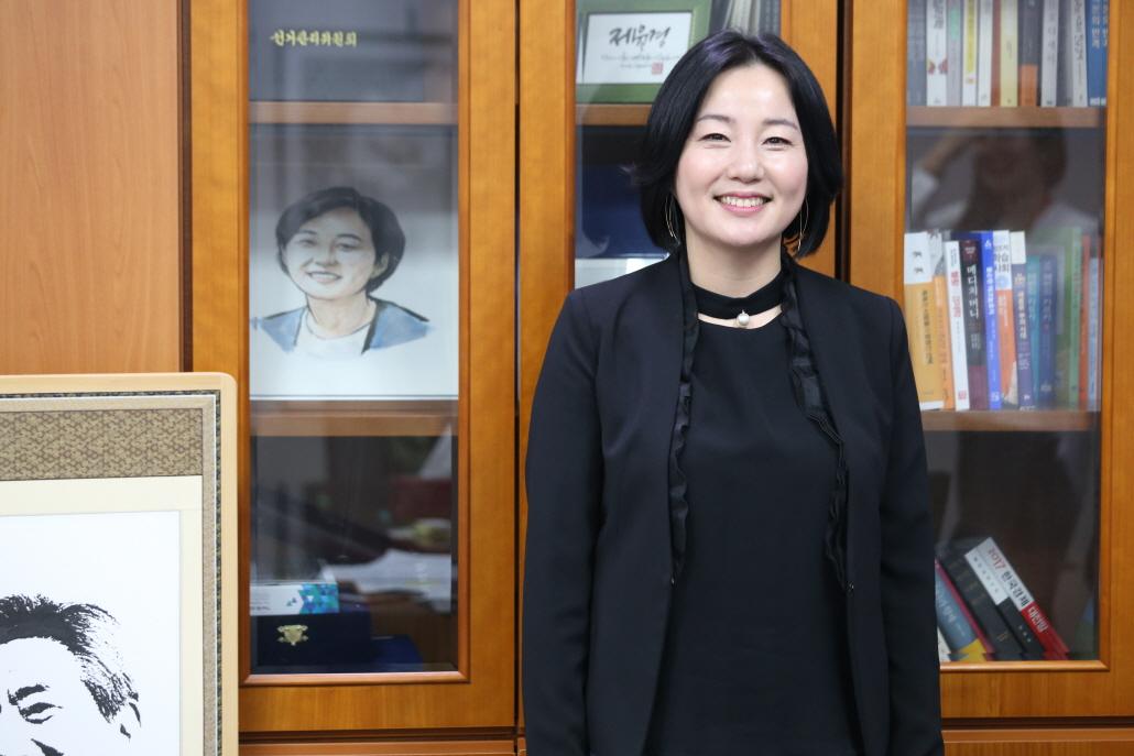 """""""빚내 집사게 한 박근혜정부"""""""