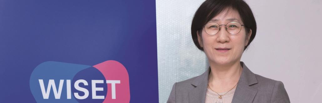 """한화진 한국여성과학기술인지원센터 소장, """"과학 발전을 위한 비율, 30%"""""""
