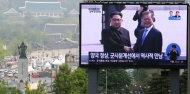 [남북정상회담]남북정상 군사분계선에서 역사적인 첫 악수 나누다
