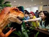 웅진플레이도시, 국내 최초 공룡 로봇 무인 발권기 도입
