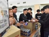 김응권 우석대 총장, 간식 나눔 행사