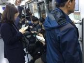 지하철 출·퇴근길 '스마트폰', 면죄부와 속박을 주다