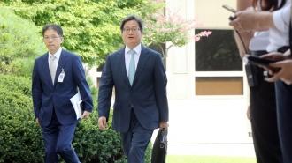 버스·지하철 타고 대법원 온 'BMW' 김명수 후보