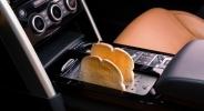 운전석 옆에서 '빵'을 구워? '디스커버리'의 변신
