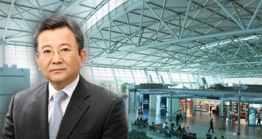 '별장 성접대 의혹' 김학의<br>방콕행 비행기 탑승 5분 전 저지