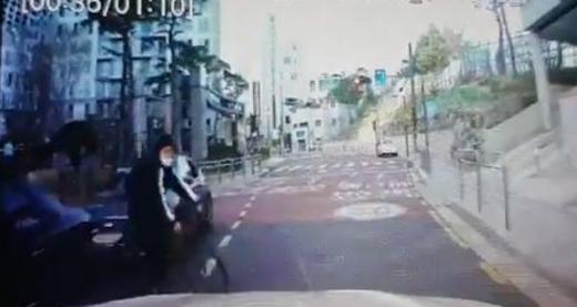 '무단횡단' 초등생 자전거 못 피해서…'민식이법' 처벌 받나