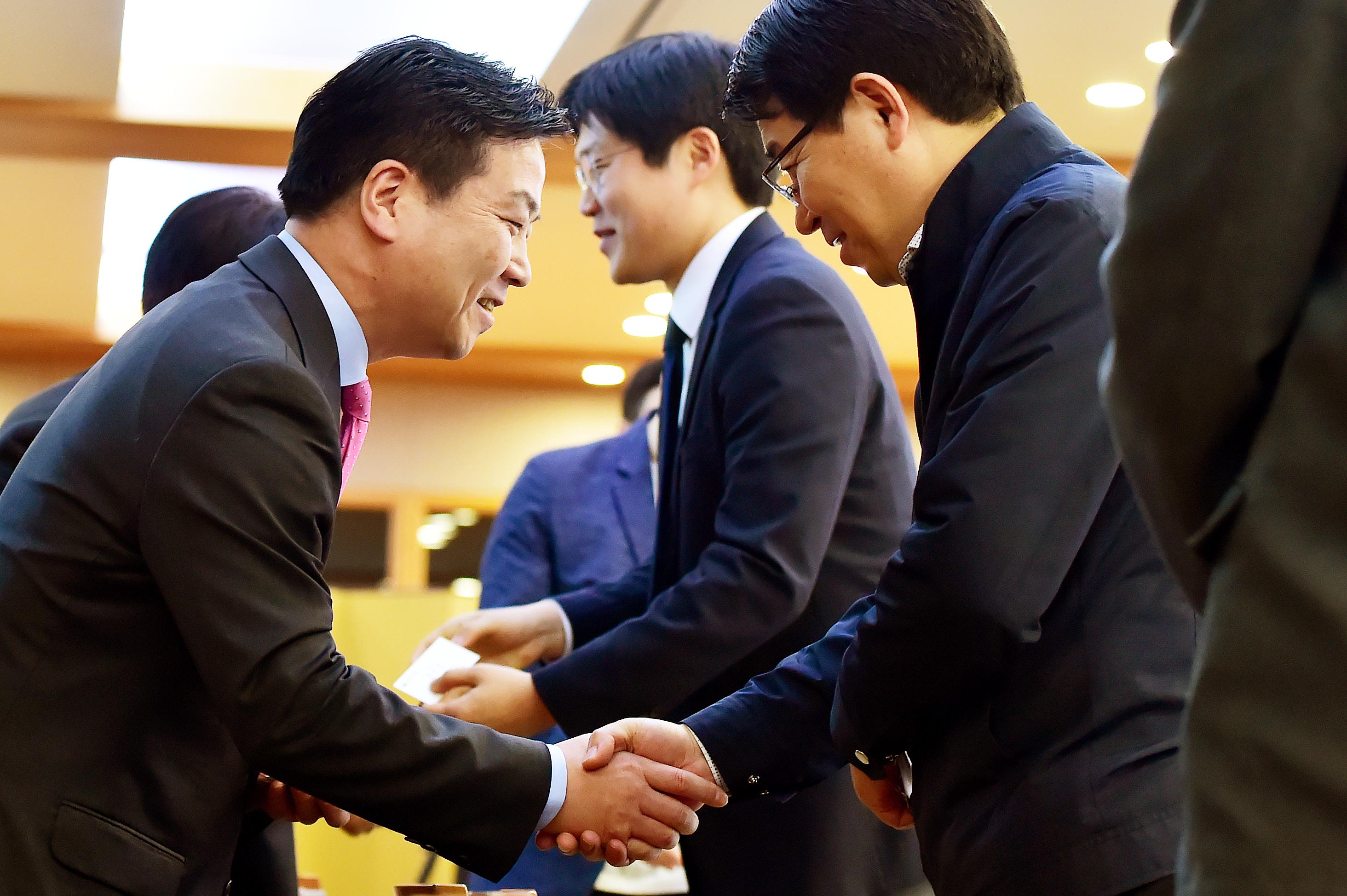 벤처-스타트업 만난 홍종학 중기부 장관