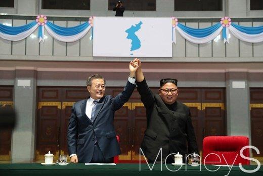 남북 정상, 북한 집단체조 '빛나는 조국' 관람