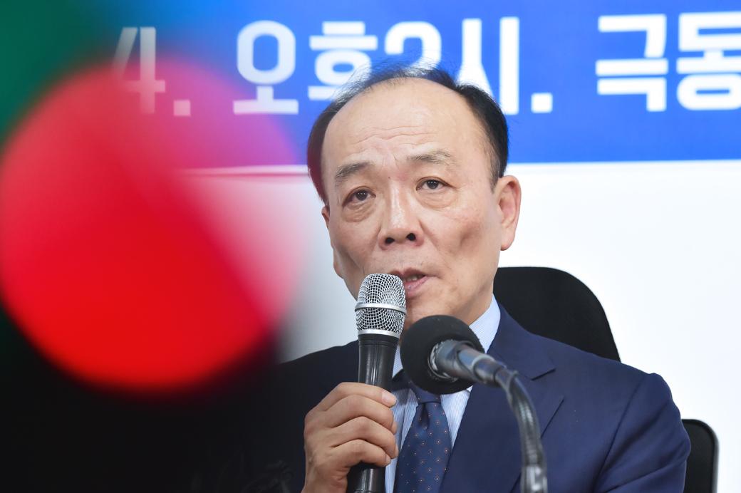 전원책, '자유한국당 문자 해촉 통보' 기자회견
