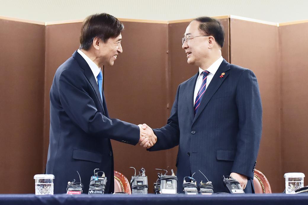 홍남기 부총리, 이주열 한은 총재 첫 회동
