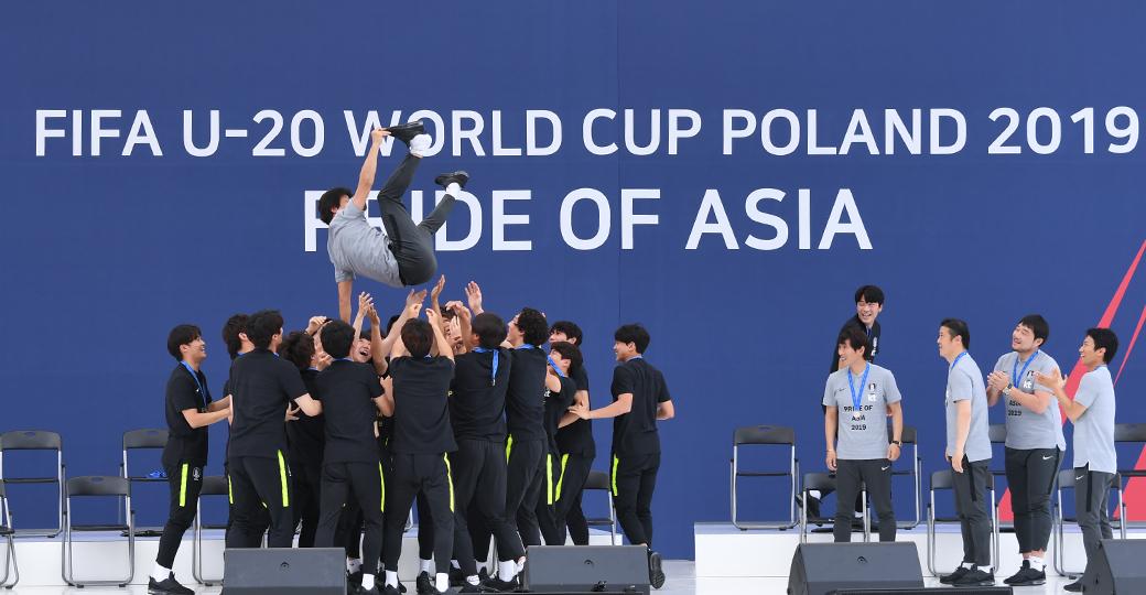 'U-20 월드컵' 금의환향…폭발적인 환영식