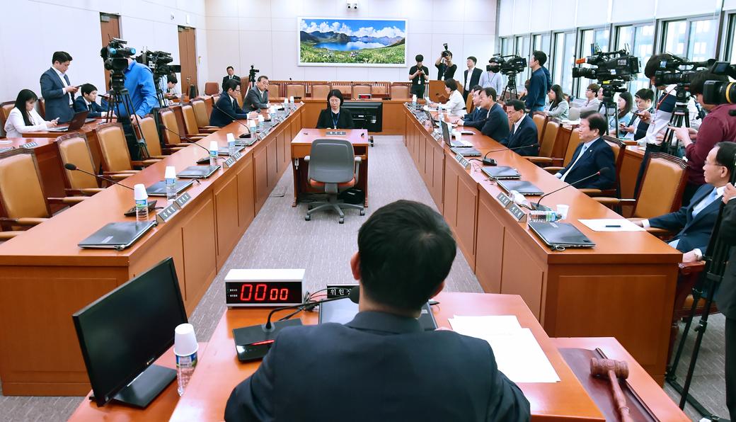 한국당 불참, 국회 외통위 전체 회의