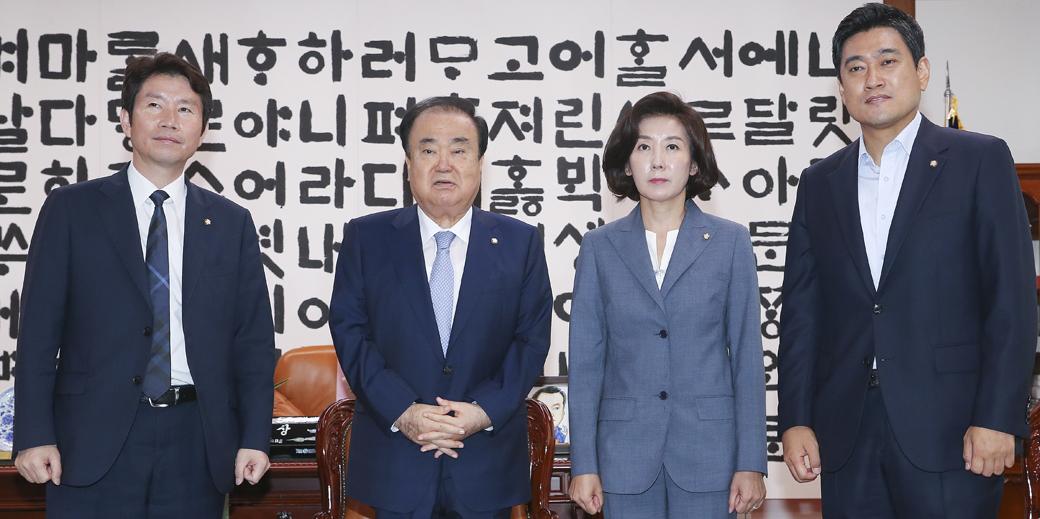 어색한 기류 속 국회의장-교섭단체 원내대표, 회동