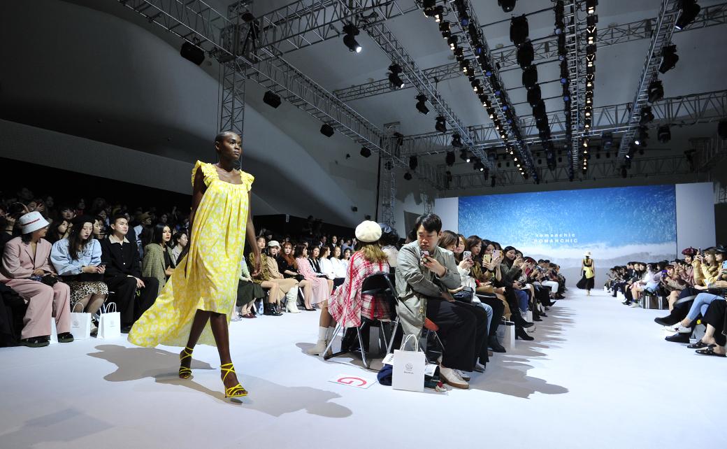 '2020 S/S 서울패션위크'의 로맨시크(ROMANCHIC) 패션쇼
