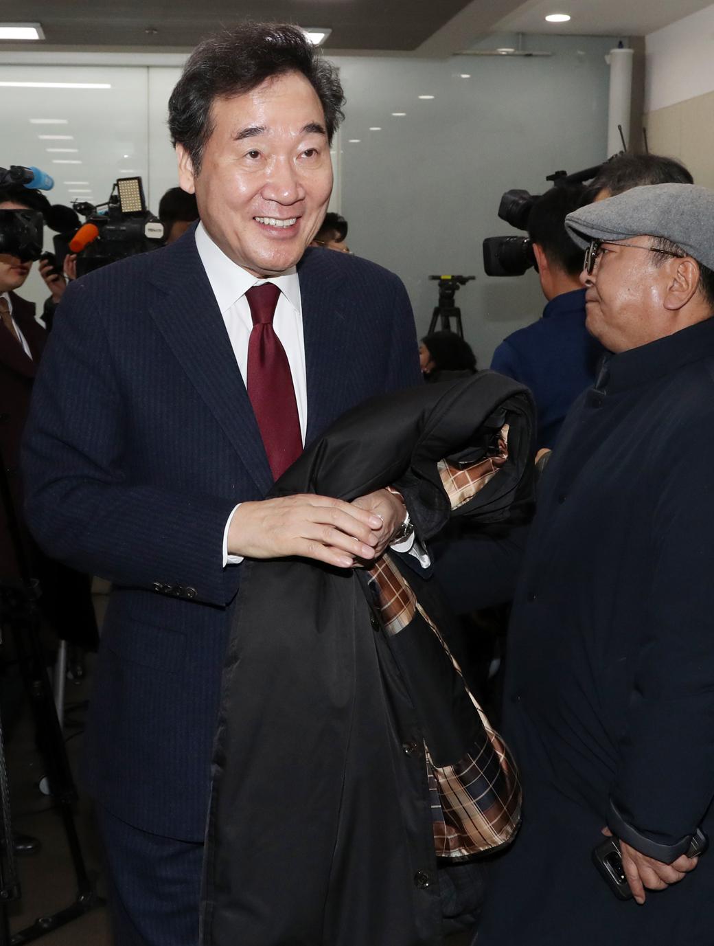 이낙연, '총선 종로 출마 및 공동 상임 선대위원장' 수락