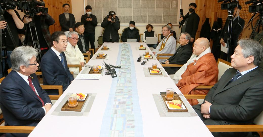 '코로나 19' 확산 방지 협조 관련 종교지도자 만난 박원순 시장