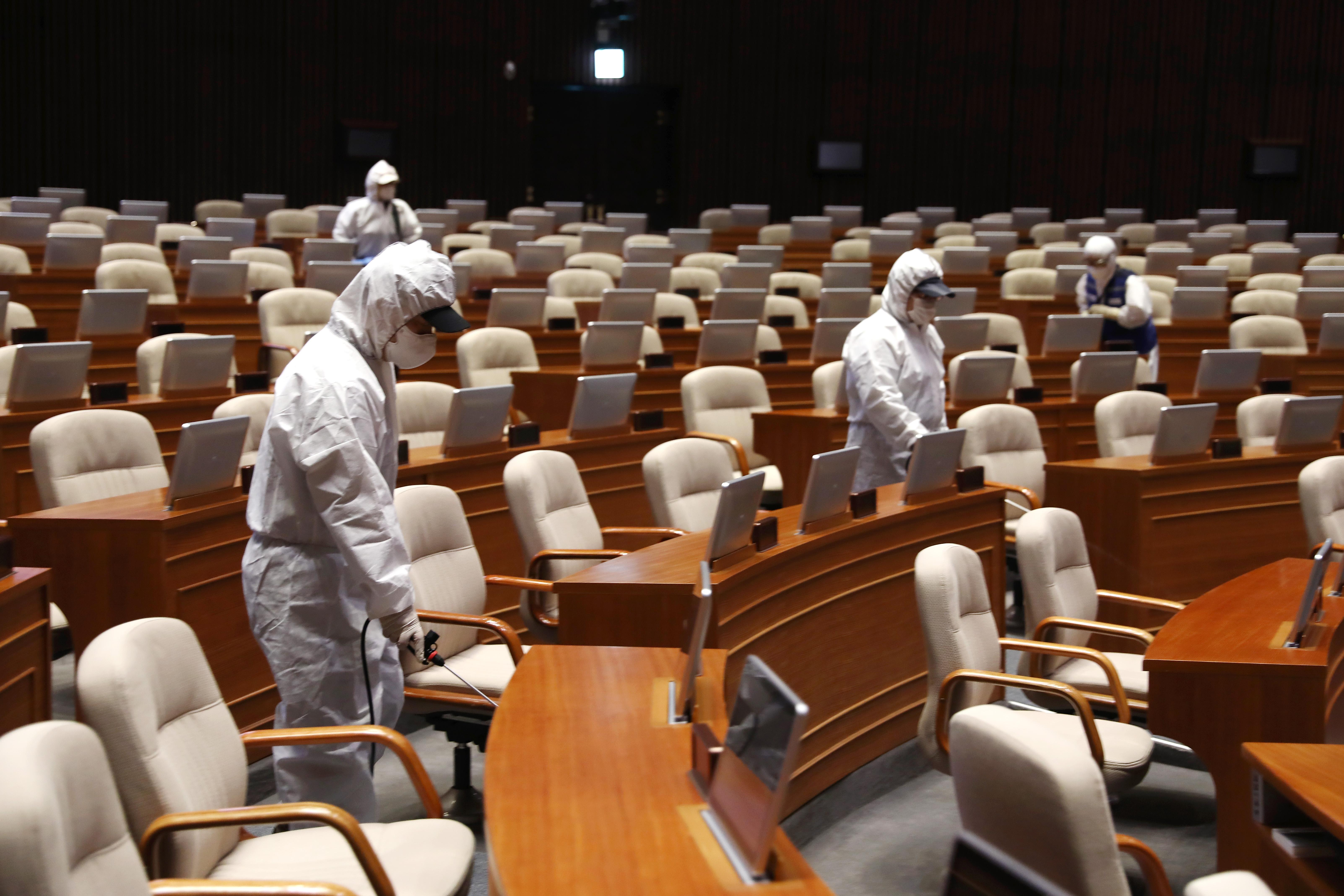여의도 정치 중심, '국회' 코로나19 방역 총력