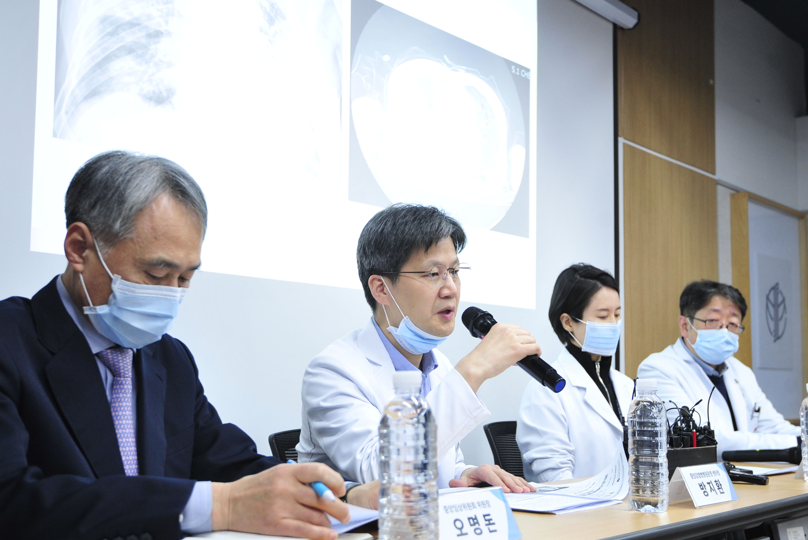코로나19 관련 기자회견 연 신종감염병 중앙임상위원회
