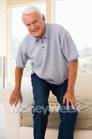 사나이 무릎 꿇리는 '통증'