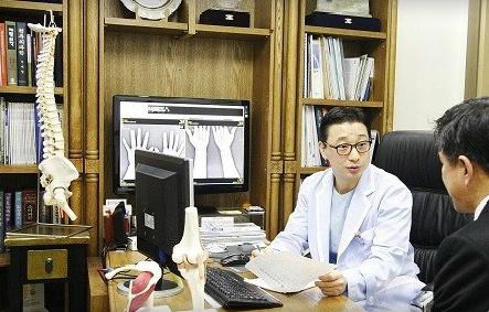 [양동현원장의 관절이야기②] 십자인대 파열도 관절내시경으로 재건한다.