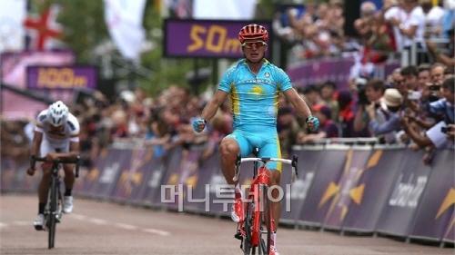 ▲ 7월 28일 남자 개인도로 우승을 차지한 비노쿠르포(카자흐스탄, 위원회 자료)