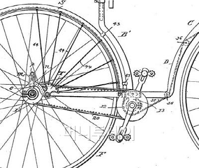 ▲ 최초의 벨트구동 자전거(1889년), 타이밍벨트를 꼼꼼하게 그려 넣었다. 출처: George T. Warwick, US438124 'Velocipede'