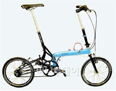 ▲ 센터트랙을 장착한 접이식 미니벨로 '티킷', 벨트구동 자전거는 싱글기어이거나 위 티킷의 사례처럼 허브변속기를 달게 된다. 이미 여러 자전거업체 홈페이지에서 센터트랙 장착 모델이 발견되고 있다. 출처: 바이크프라이데이 홈페이지