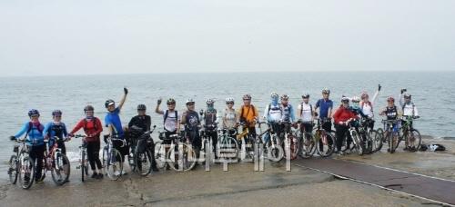 ▲ 대부도 북동쪽 끝 방아머리 해변, 바다 밑 용궁으로 내려가는 자전거도로