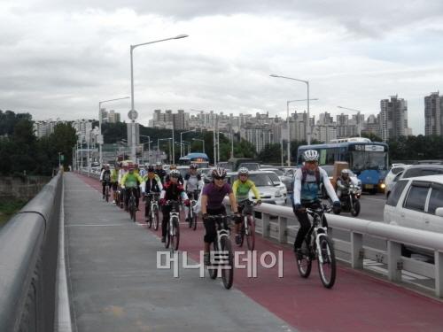 ▲ 서울시 단체자전거출퇴근 시범사업 '자전거버스'
