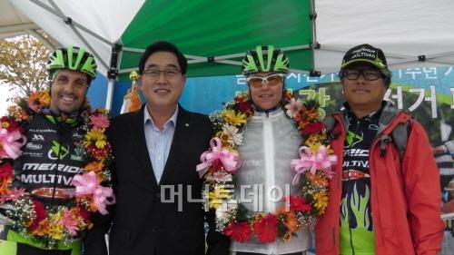 ▲ 호세 에르미다, 김선교 군수, 군 리타달레, 최형규 대표(왼쪽부터)