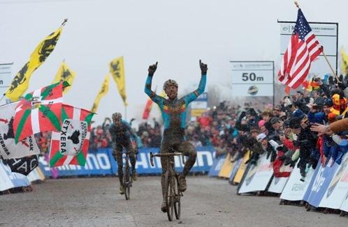 ▲ 챔피언십 1위를 차지한 스벤 니스가 환호하고 있다(UCI 자료).