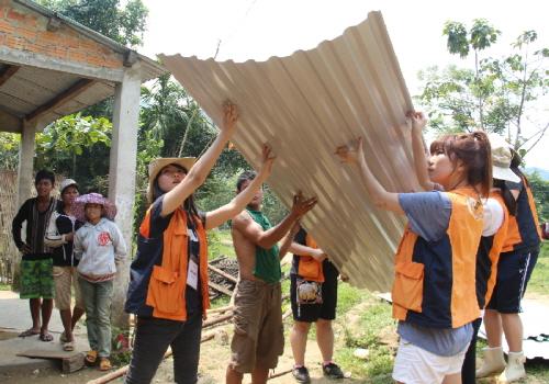 한화생명 봉사단, 베트남 소외계층에 집짓기 봉사활동