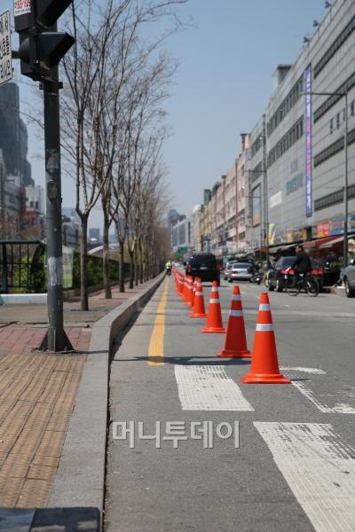 [사진]고무고깔과 청계천자전거도로