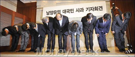 [MW사진]대국민 사과하는 남양유업 김웅 사장과 임원진