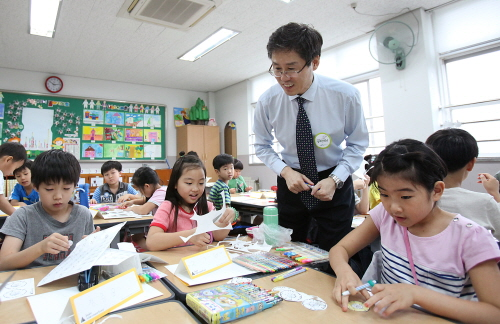 교보생명 임직원, '일일 경제 선생님'으로 변신