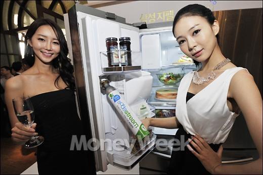 [MW사진] 삼성지펠 '냉장고에서 탄산수가 줄줄줄~'